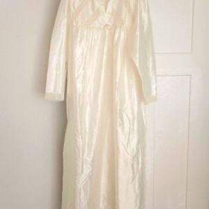 Vintage Barbizon Light Cream Nightgown Lace & Bow